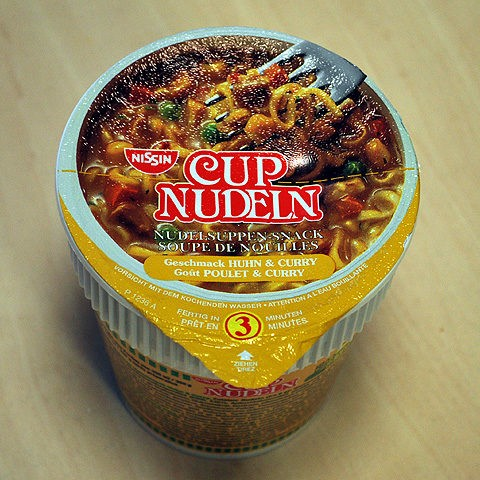 #003: Nissin Cup Nudeln Geschmack Huhn & Curry