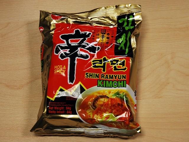 """#066: Nongshim Hot & Spicy Shin Ramyun """"Kimchi"""""""
