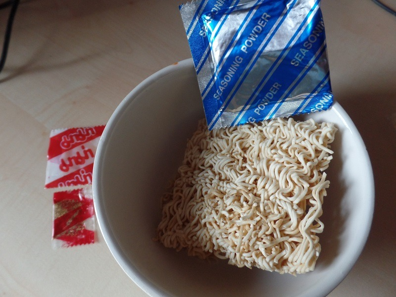 """#978: Mama Oriental Style Instant Noodles """"Spicy Pork Flavour - Moo Nam Tok"""" (Update 2021)"""
