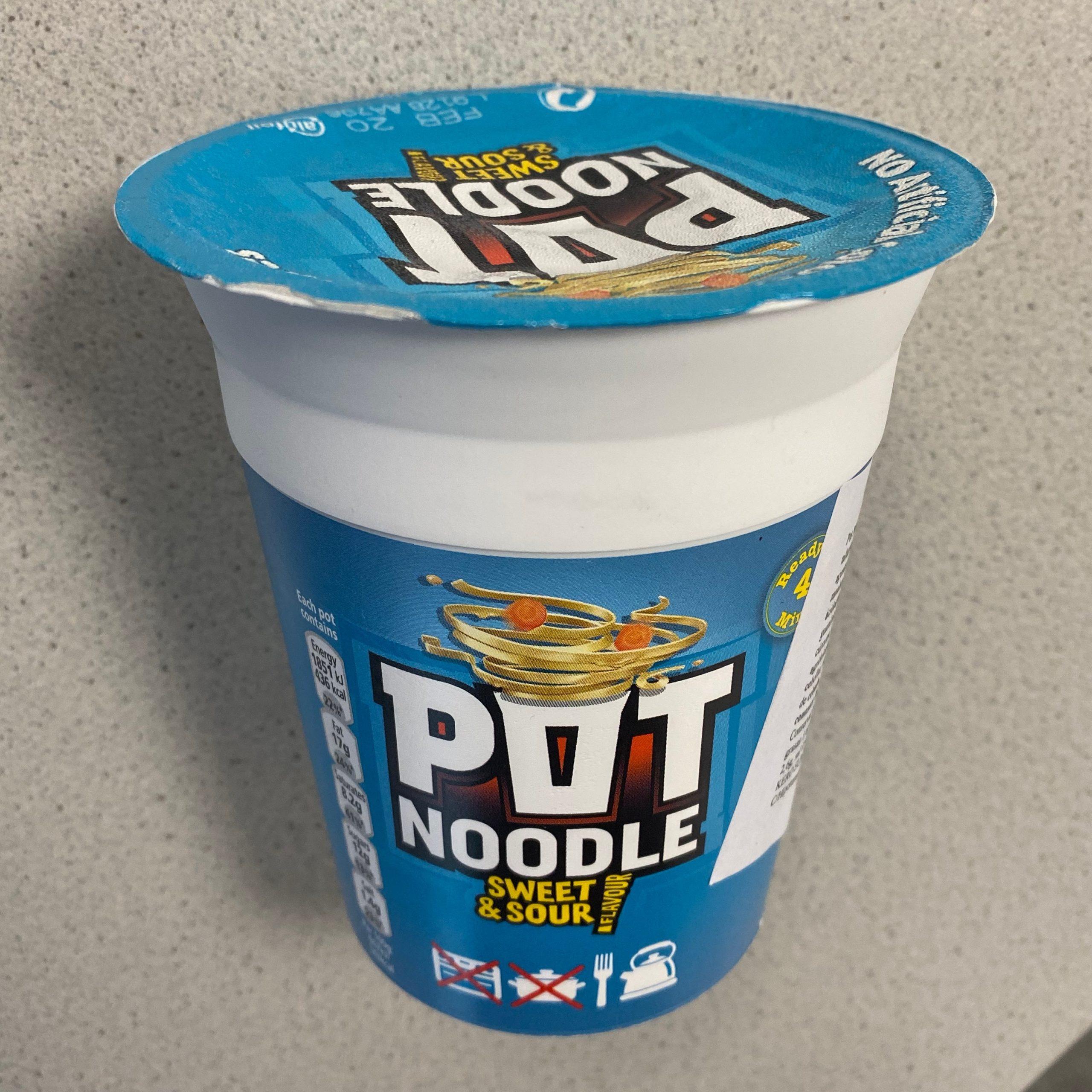 "1704 pot noodle ""sweet  sour"" flavour  die heiße welt"